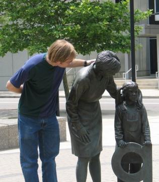 Памятники учителям и ученикам г. Колумбус, Огайо.