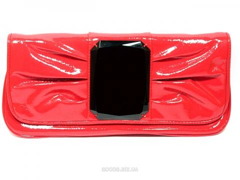 Но и маленькие сумки-клатч не впадают в забвение.  24 марта 2012.