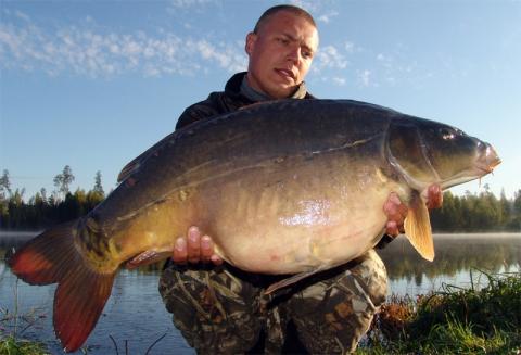 ...кто-то из участников соревнований выловит именно эту большую рыбу.